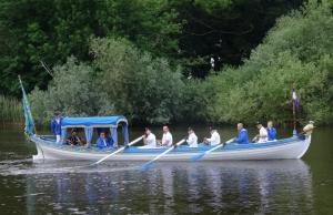 Sophie Neville rowing the Draper's Shallop
