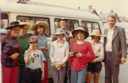 Jean McGill, Jane Grendon, Stephen Grendon, Kit Seymour, Sophie Neville, Claude Whatham, Simon West, Lesley Bennett, Suzanna Hamilton, Ronnie Cogan~ photo: Daphne Neville