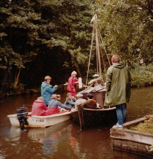 The Big Six - showing the runaround boat ~ photo: Sophie Neville