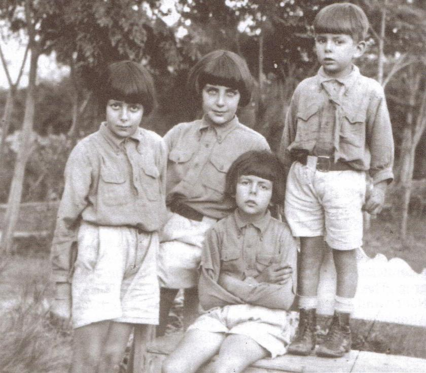 Altounyan Children - Susie, Taqui, Titty (seated) and Roger