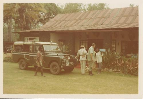 landrover-outside-farmhouse