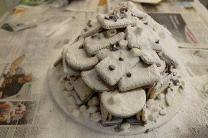 Winter holiday cake - the igloo