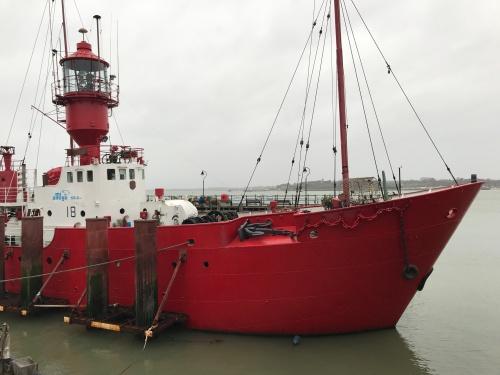Light vessel 18